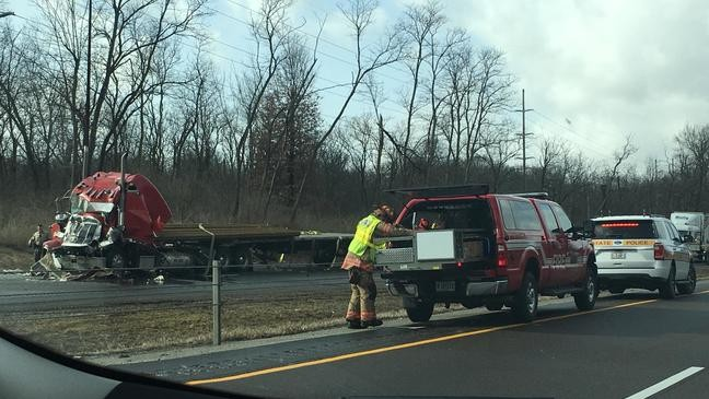Man injured in I-55 semi wreck expected to recover | WICS